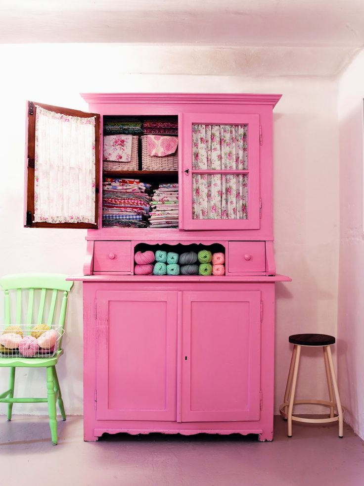 armoire-ancienne-repeinte-rose