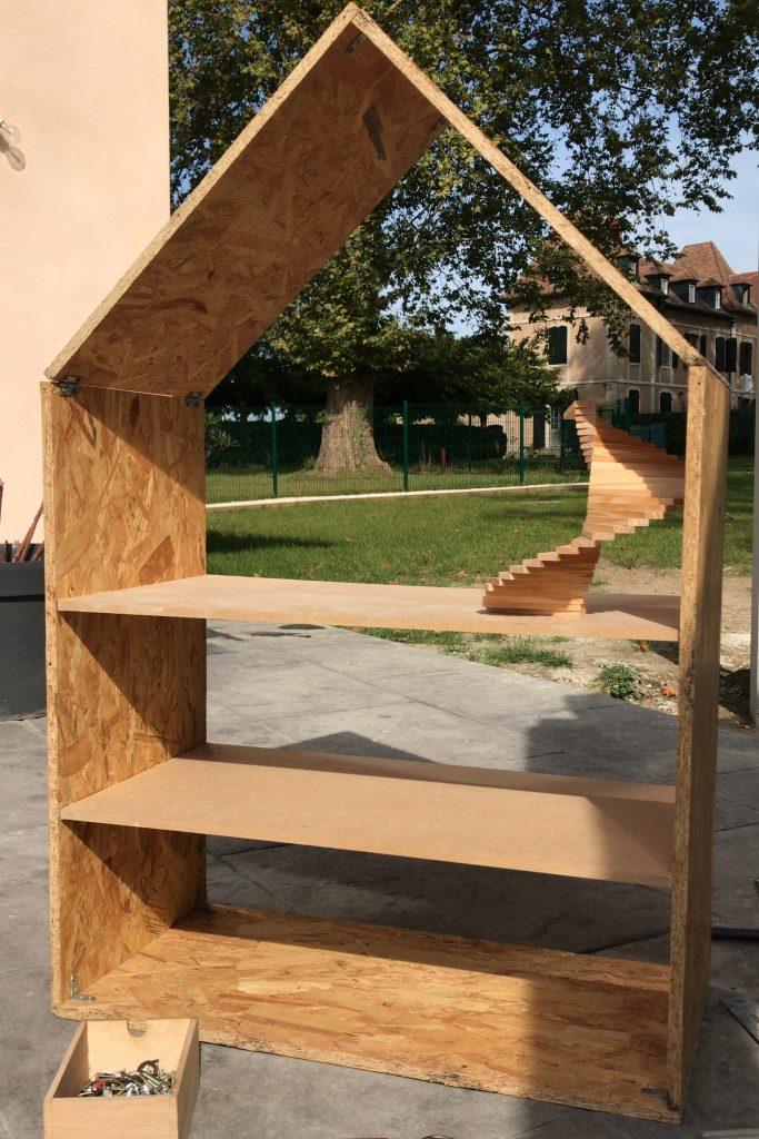 fabriquer une maison de poupées en bois